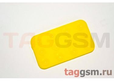 Автомобильный коврик для телефона на присосках жёлтый